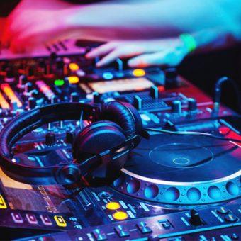 แนะนำโรงเรียนสอน DJ และการทำเพลง EDM